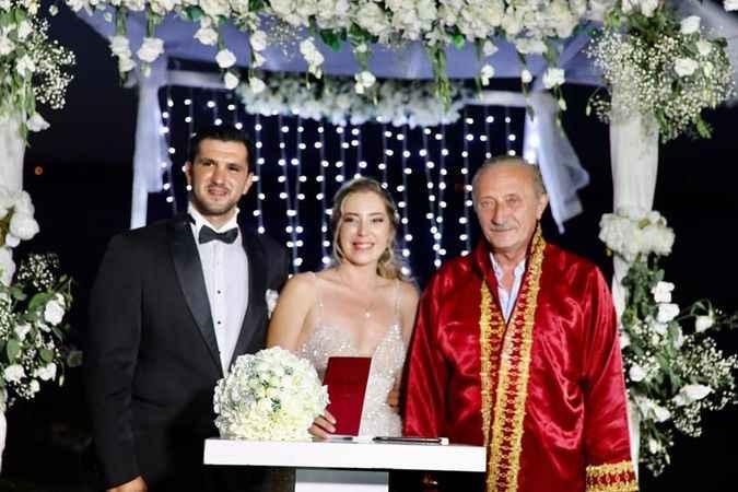 Normalleşmeyi bekleyen çiftler nikaha koştu