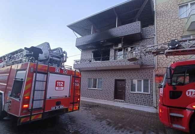 Aydın'da çıkan yangın, bir evde hasara neden oldu