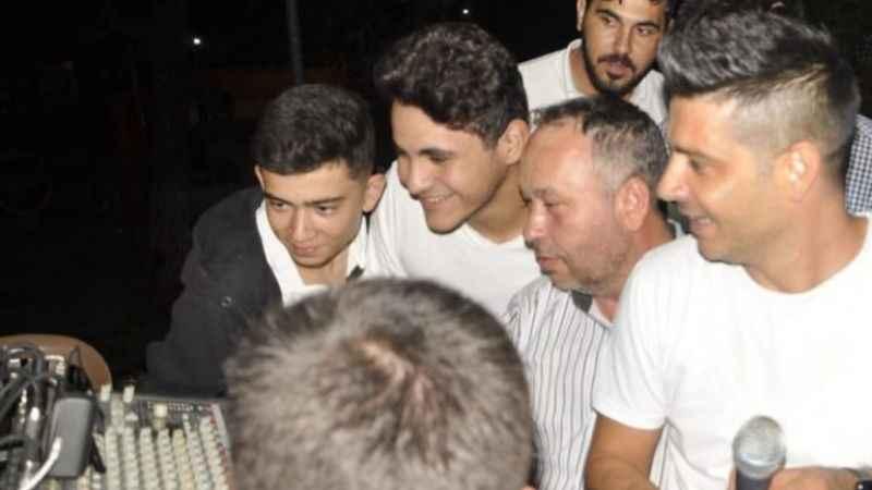 Aydınlı müzisyen hem düğün yaptı hem Fenerbahçe maçını izledi