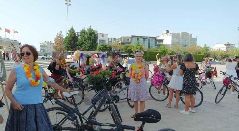 Süslü Kadınlar bisiklet turunda renkli anlar