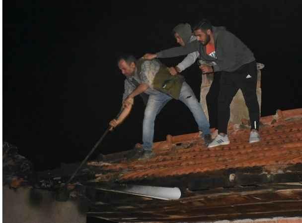 Yangında vatandaşların tehlikeli mücadelesi