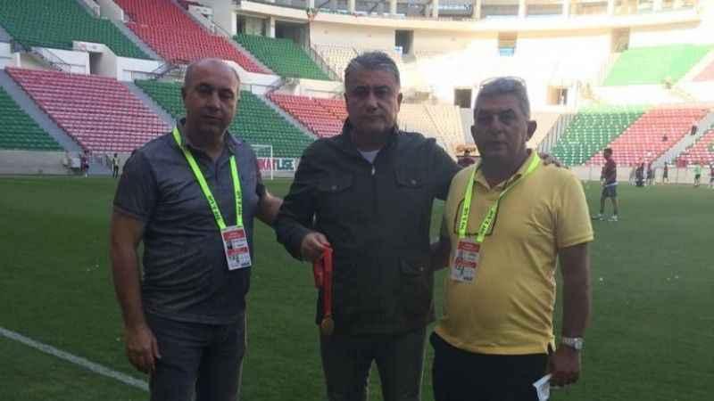 Yelkovan, şampiyonluk madalyasını Toros'a teslim etti