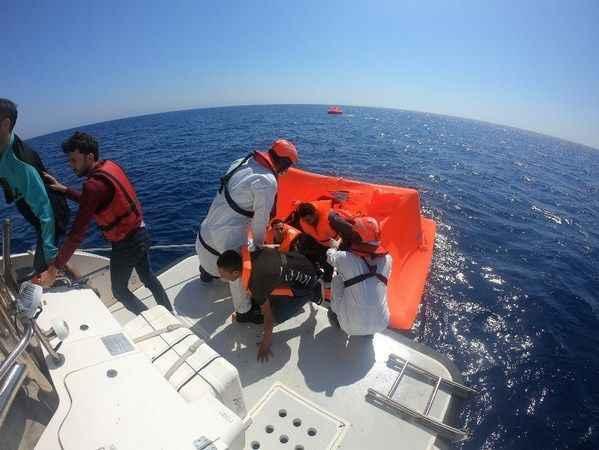 Didim açıklarında 39 düzensiz göçmen kurtarıldı