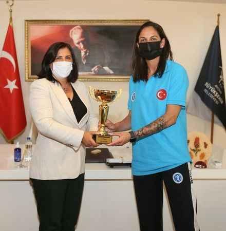 """Balkan Kupası'nı kazanan """"Aydın'ın Sultanları"""" Başkan Çerçioğlu'nu ziyaret etti"""