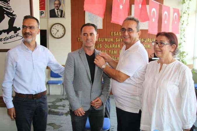 Hayırsever esnaf partisinden istifa edip CHP'ye katıldı