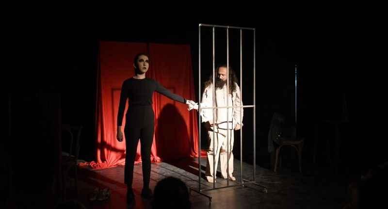 Tiyatroda Carmen oyuncularının performansı ayakta alkışlandı