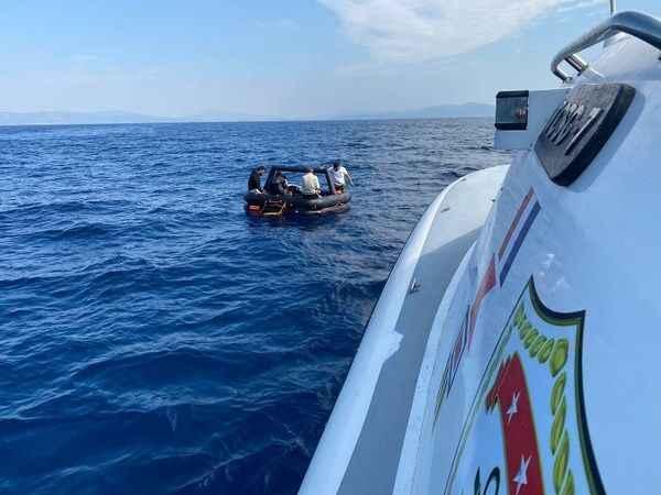 Aydın'da Türk kara sularına itilen 60 düzensiz göçmen kurtarıldı