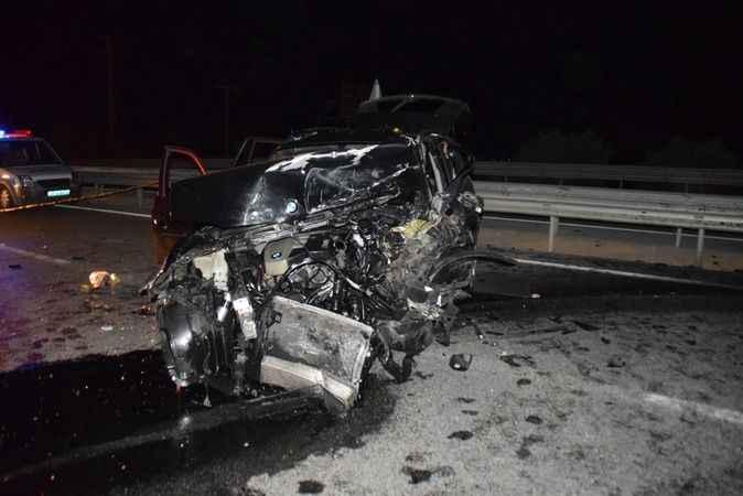 İki araç kafa kafaya çarpıştı; 1 ölü