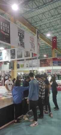 Başkan Erol'dan öğrencilere kitap fuarı etkinliği