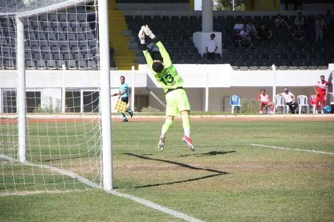 Kuşadasıspor 2 golle liderlik koltuğuna oturdu