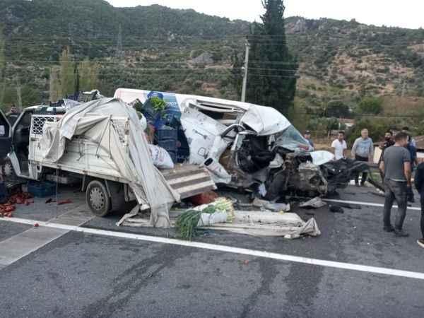Üç aracın karıştığı trafik kazasında 2 kişi yaralandı