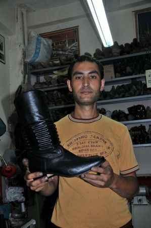 Deve güreşleri, körüklü çizme satışlarını arttırdı