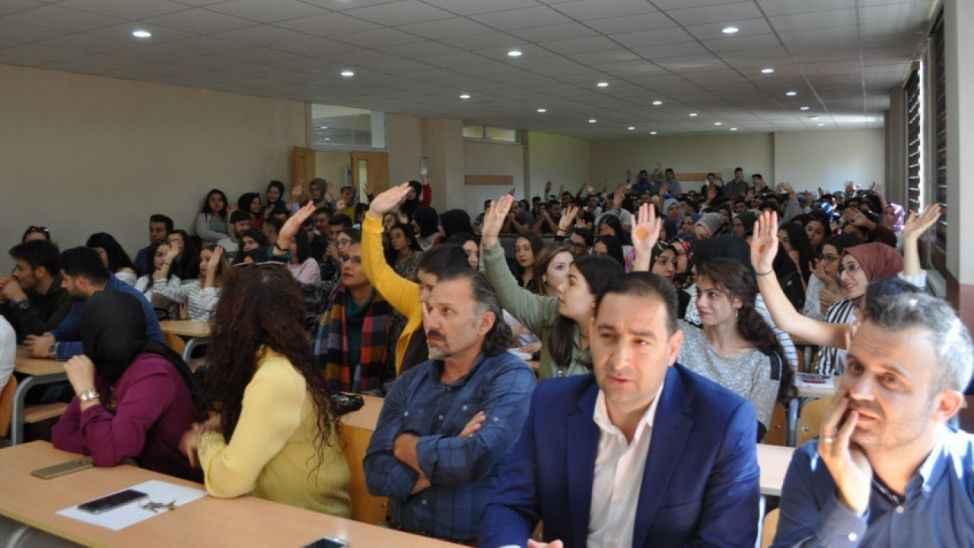 """Pamukova'da """"İlk Ders Sektörden"""" konferansı yapıldı"""