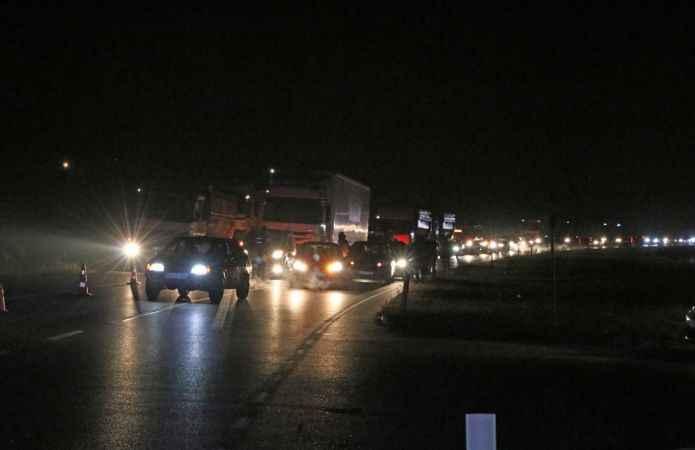 Sakarya'da otomobille kamyonet çarpıştı: 1 ölü, 4 yaralı