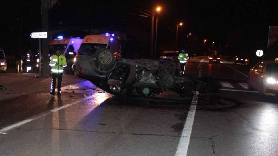 Sapanca'da otomobilin devrilmesi sonucu 2 kişi yaralandı
