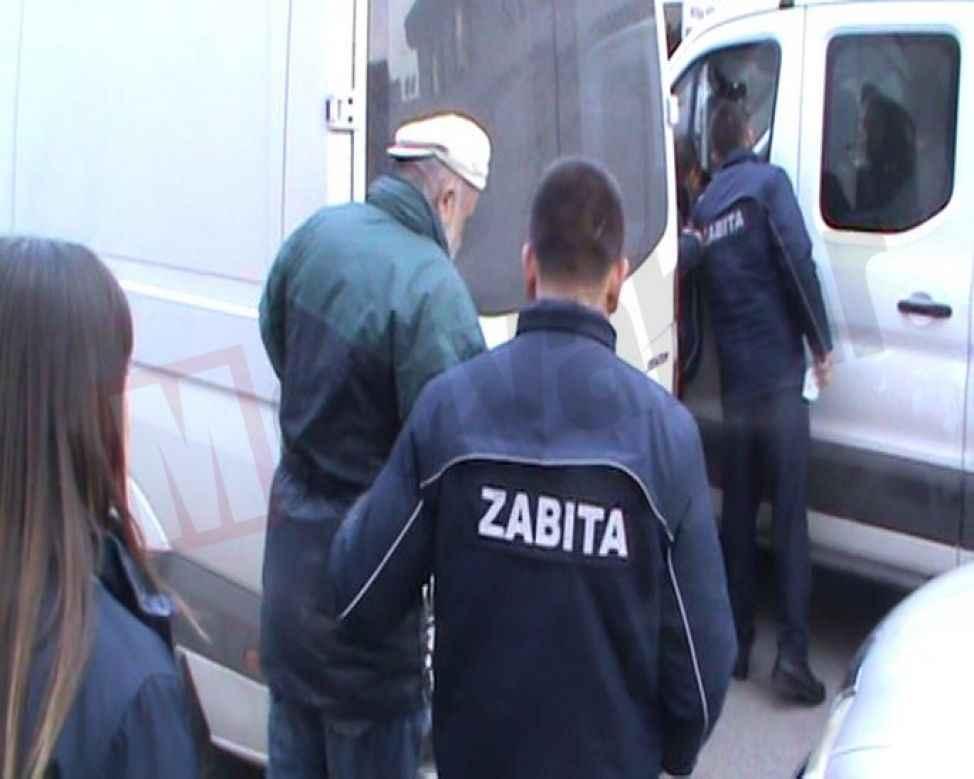 Tozlu Cami önünde yakalanan dilenci 'Emekli' çıktı!