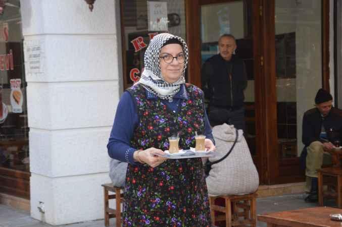 Çay ocağı işletmecisi Ayşe teyze azmiyle örnek oluyor