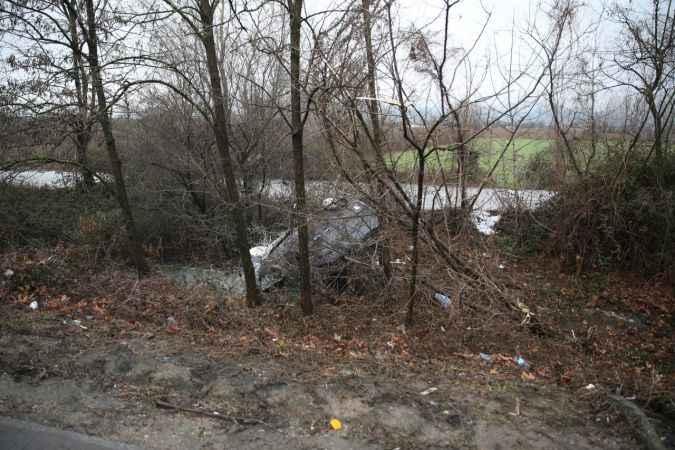 Anadolu Otoyolu'nda şarampole devrilen araçtaki 2'si çocuk 4 kişi yaralandı