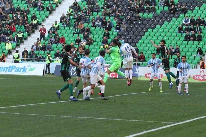 Sakaryaspor Tuzlaspor'u Berk İsmail'le geçti.. 2-1