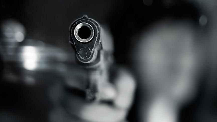 Kar maskeli silahlı iki kişi market zincirinin şubesini soymaya kalkıştı!