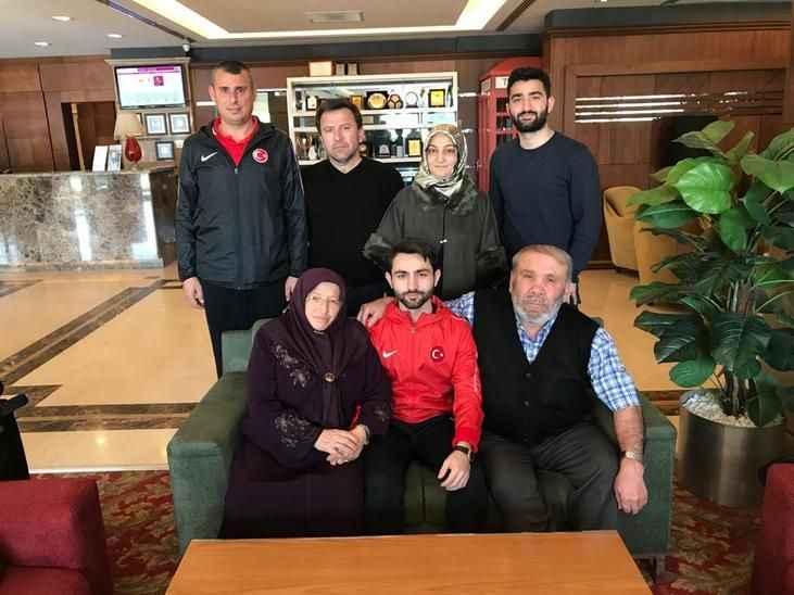 Milli Kareteci Ömer Faruk'a aile morali
