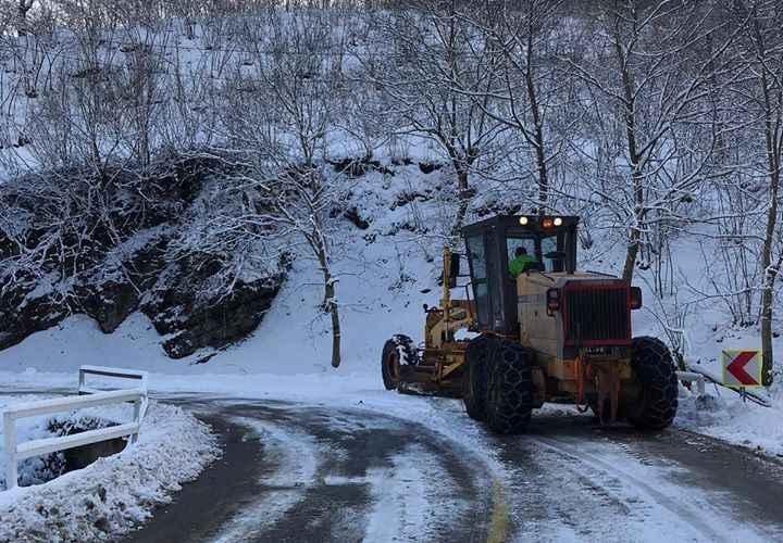 Hendek'te karla mücadele sürüyor...Tüm uyarılar takip ediliyor