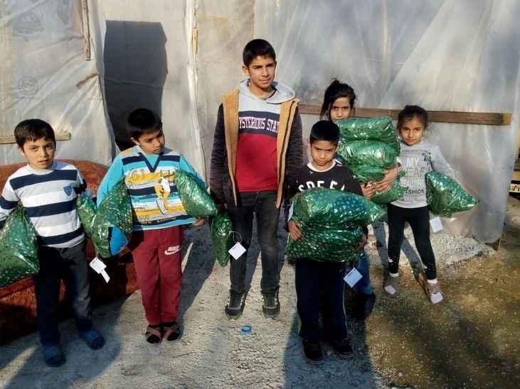 Öğrencilerden ihtiyaç sahibi çocuklara kışlık kıyafet yardımı