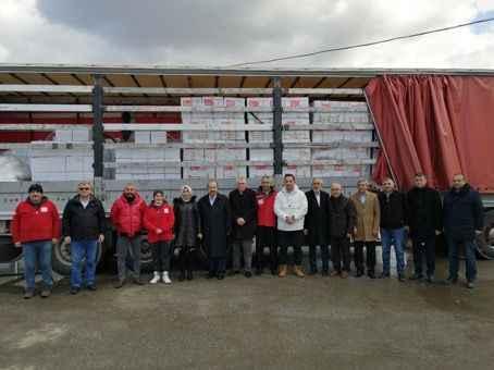 Kızılay ve Adapazarı Beldiyesi'nden deprem bölgesine yardım TIR'ı