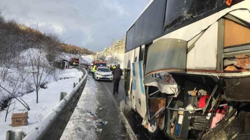 Otobüs tüp yüklü kamyonete çarptı: 5 yaralı