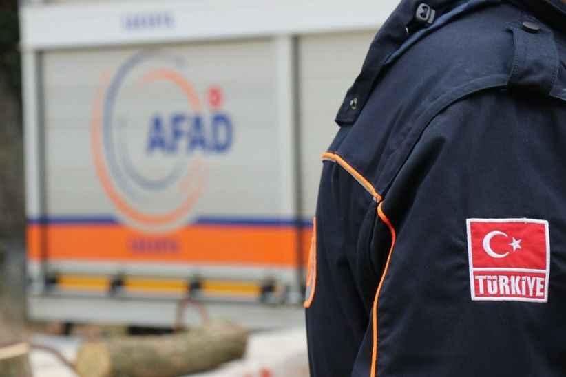 """AFAD ekibi o anları anlattı...""""Anne ve oğlu sarılmış halde çıkardık"""""""