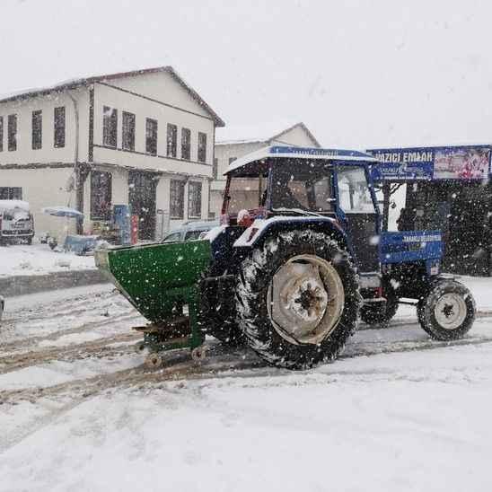 Taraklı Belediyesi karla mücadele çalışmalarını sürdürüyor