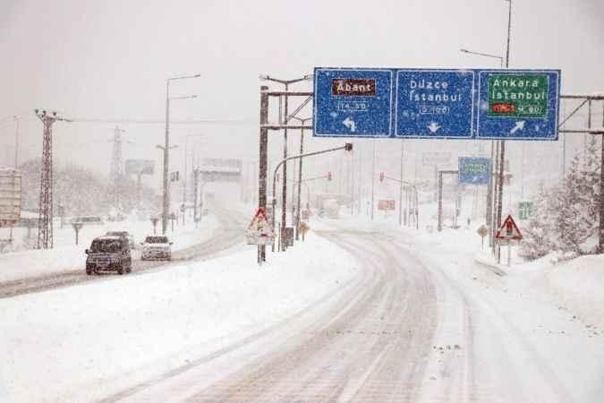 Bolu'da yoğun kar yağışı devam ediyor