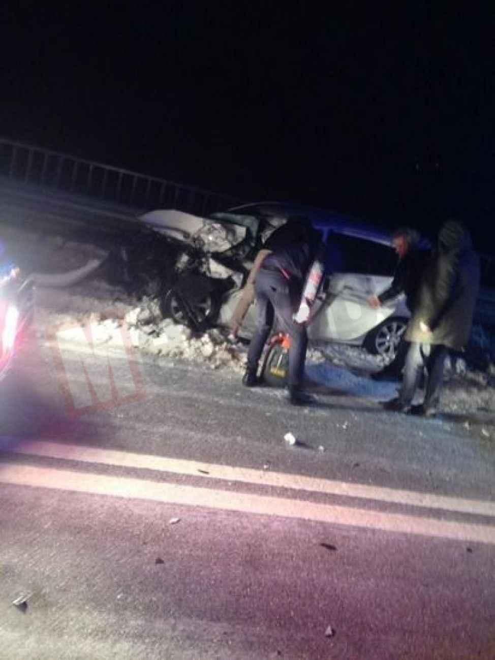 Buzlanan yolda feci kaza: 2 ağır yaralı !