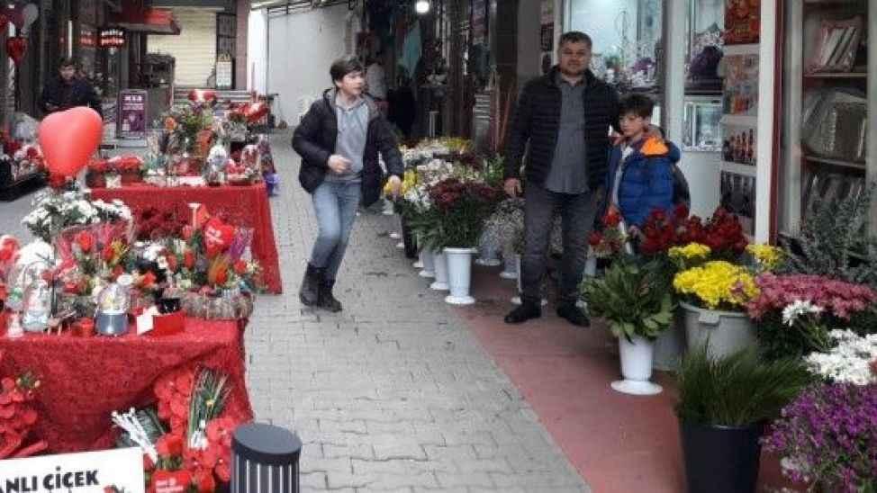 Ekonomik kriz 14 Şubat'ı da vurdu