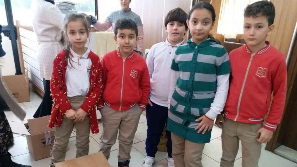 İlkokul öğrencileri, Diyarbakırlı kardeşlerinin yüzünü güldürdü