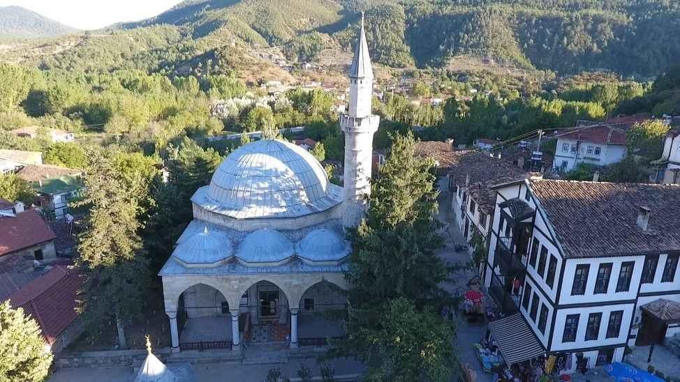 Taraklı'daki 504 yıllık cami tarihe ışık tutuyor