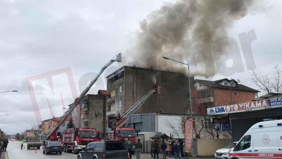 İtfaiyeyi alarma geçirdi.. 4 katlı binada korkutan yangın