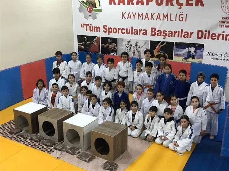 Minik judoculardan örnek davranış