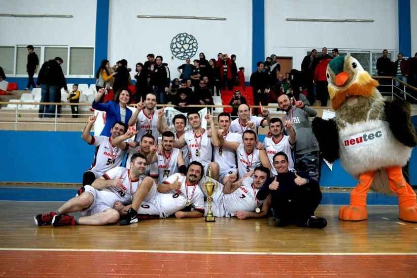 İş'te basketbol liginin şampiyonu NEUTEC oldu