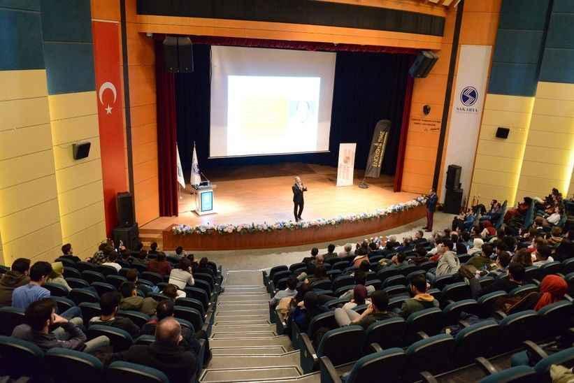SAÜ'de kariyerde zirveye yolculuk konferansı