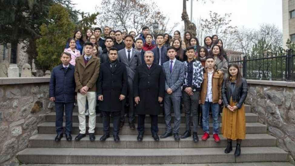 SAÜ'lü öğrenciler Yazıcıoğlu'nun kabrini ziyaret etti