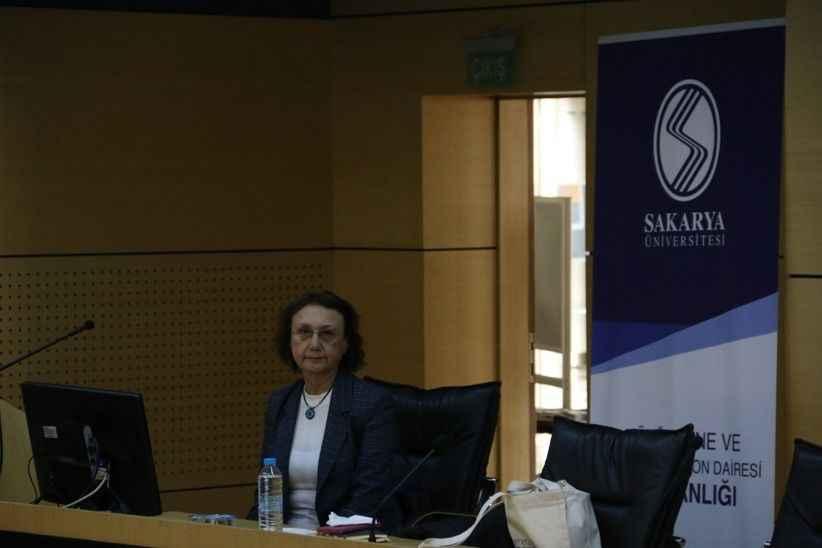 SAÜ'de Uluslararası dergilerde yayın yapma eğitim semineri