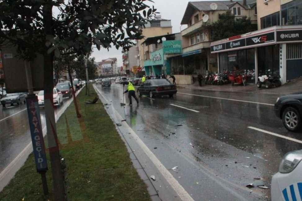 Orhangazi Caddesi'ni kilitleyen kaza: 1 yaralı