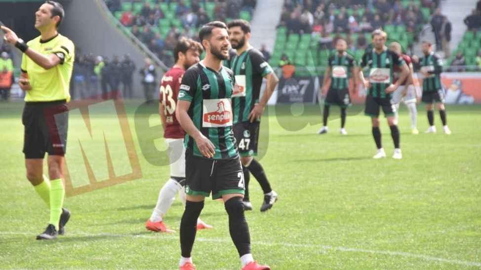 Sakaryaspor'da Nuri Fatih sakatlanarak oyundan çıktı