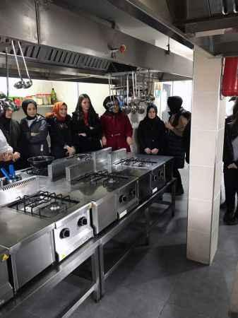 Liseli aşçı adayları, SUBÜ uygulama mutfağını gezdi
