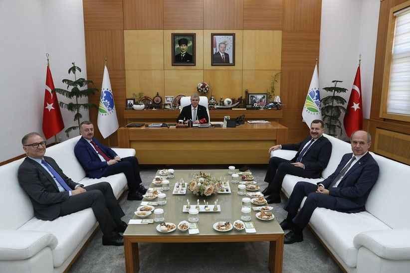 Büyükşehir Belediye Başkanlarından Yüce'ye ziyaret