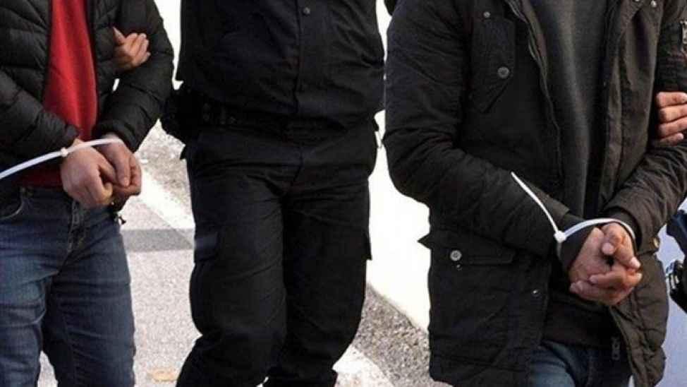 Akyazı'da 5 ayrı adresten hırsızlık yapan şüpheliler yakalandı