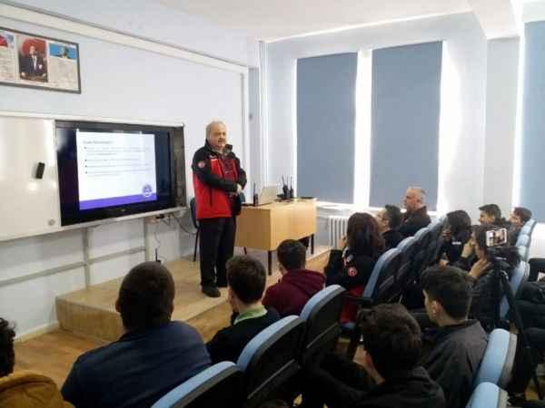 SAKRAD'dan lise öğrencilerine amatör telsizcilik eğitimi