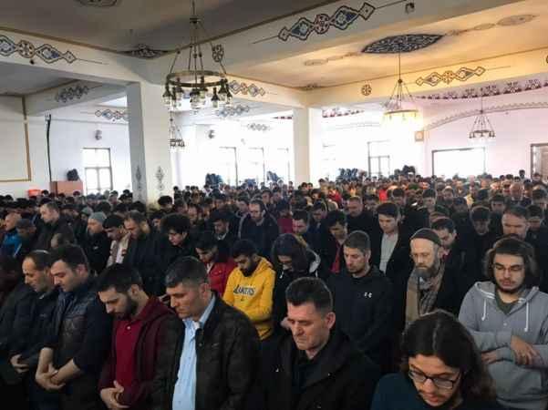 Türkiye Mehmetçik için tek yürek oldu...Gıyabi cenaze namazı kılındı