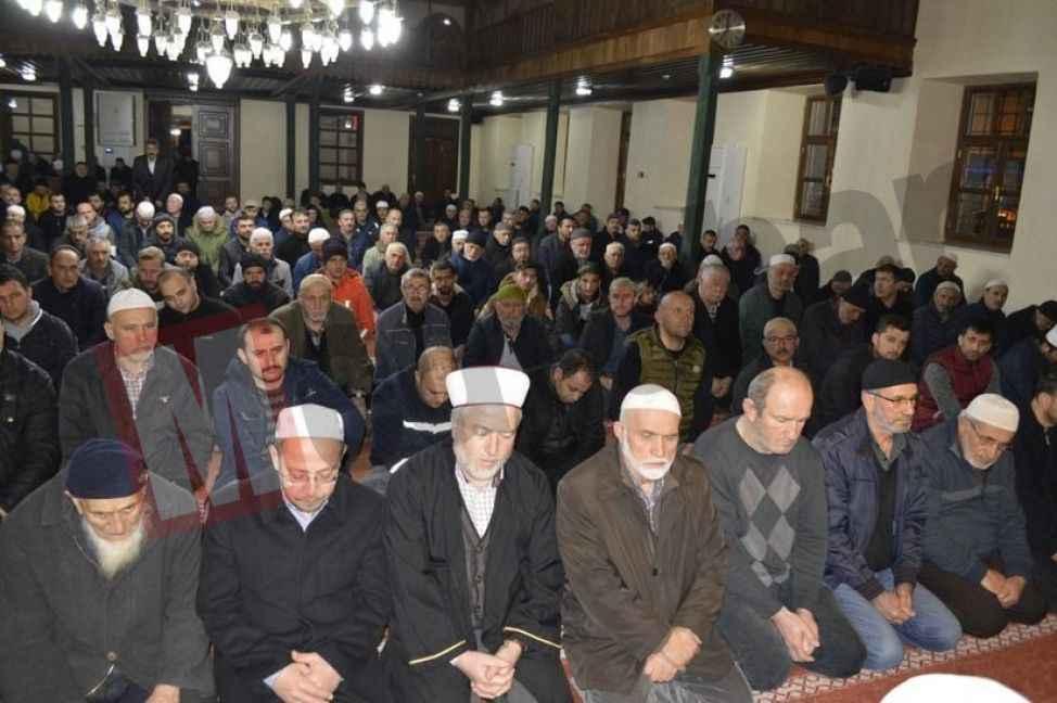 Regaib Kandili'nde eller semaya açıldı